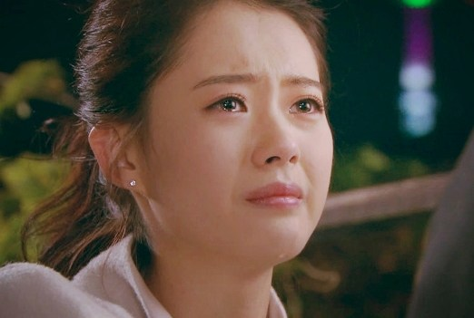 Chae-In-crying
